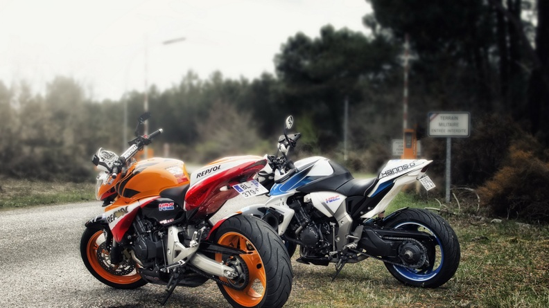 Hornet_&_CB100R_Bikes_on_Road.jpg