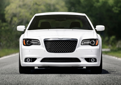 2012-chrysler-300-srt8-front-view
