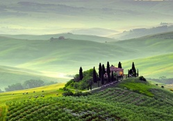 wondrous hilltop farms in pienza tuscany