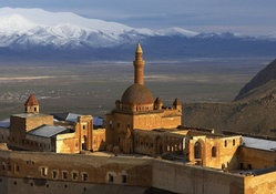 ishak pasha palace on turkish plains
