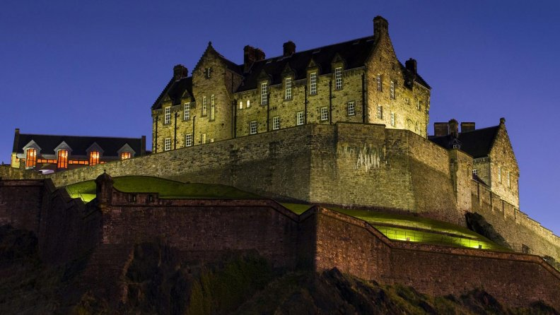 edinburgh_castle_scotland_at_night.jpg