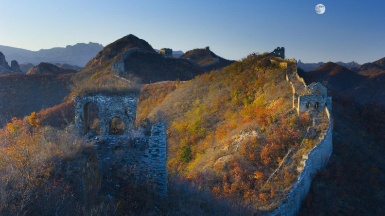 abandoned_part_of_great_wall_under_moon.jpg