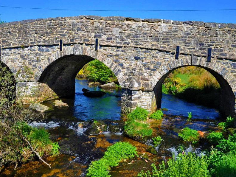 stone_bridge_over_blue_river.jpg