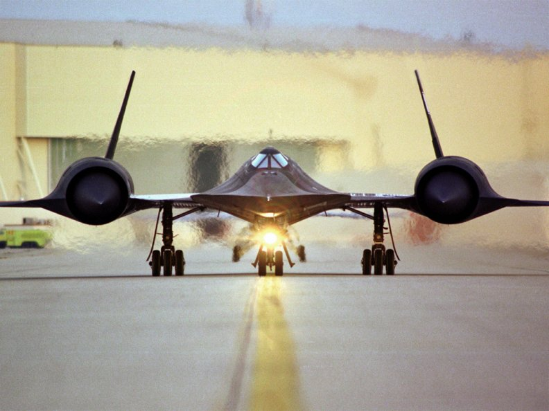 sr71_blackbird_head_on.jpg