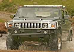 Hummer H2 rides on dirt