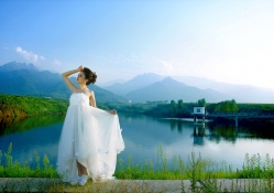 *** Beauty in a white dress on the lake ***