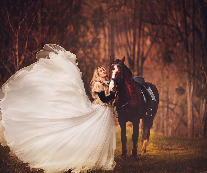 Фотосессия в платье на лошади 169