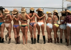 Cowgirls Surfing Team