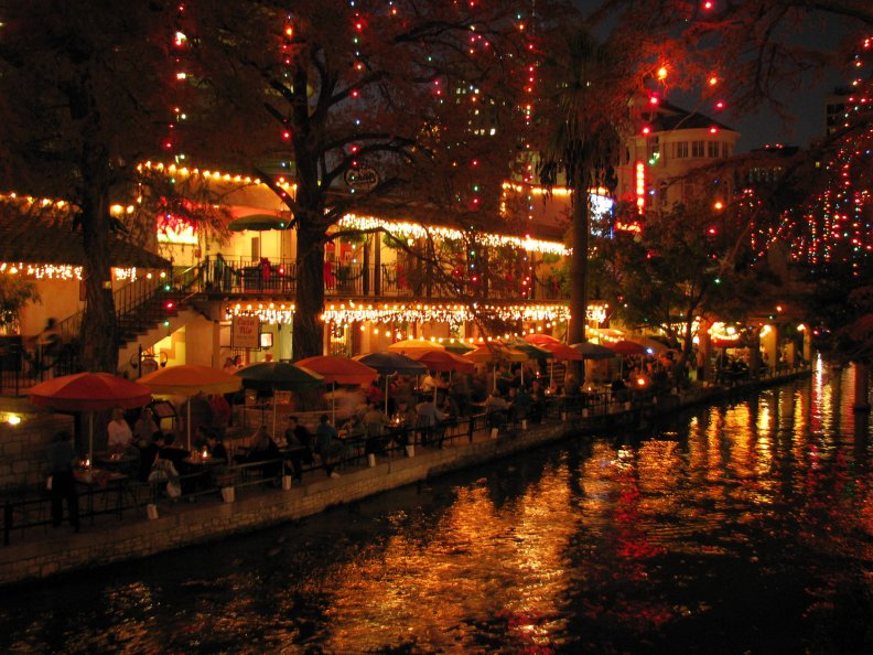 the_river_walk_in_san_antonio.jpg