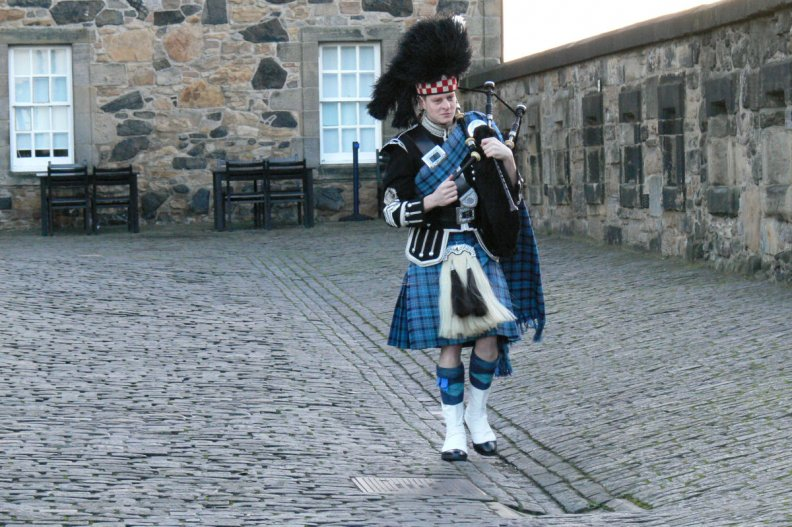 the_scottish_piper.jpg