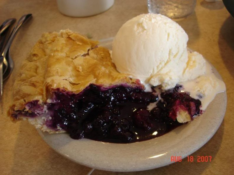 blackberry_pie_a_la_mode.jpg